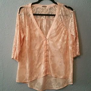 gimmicks by BKE Tops - Gimmicks size small